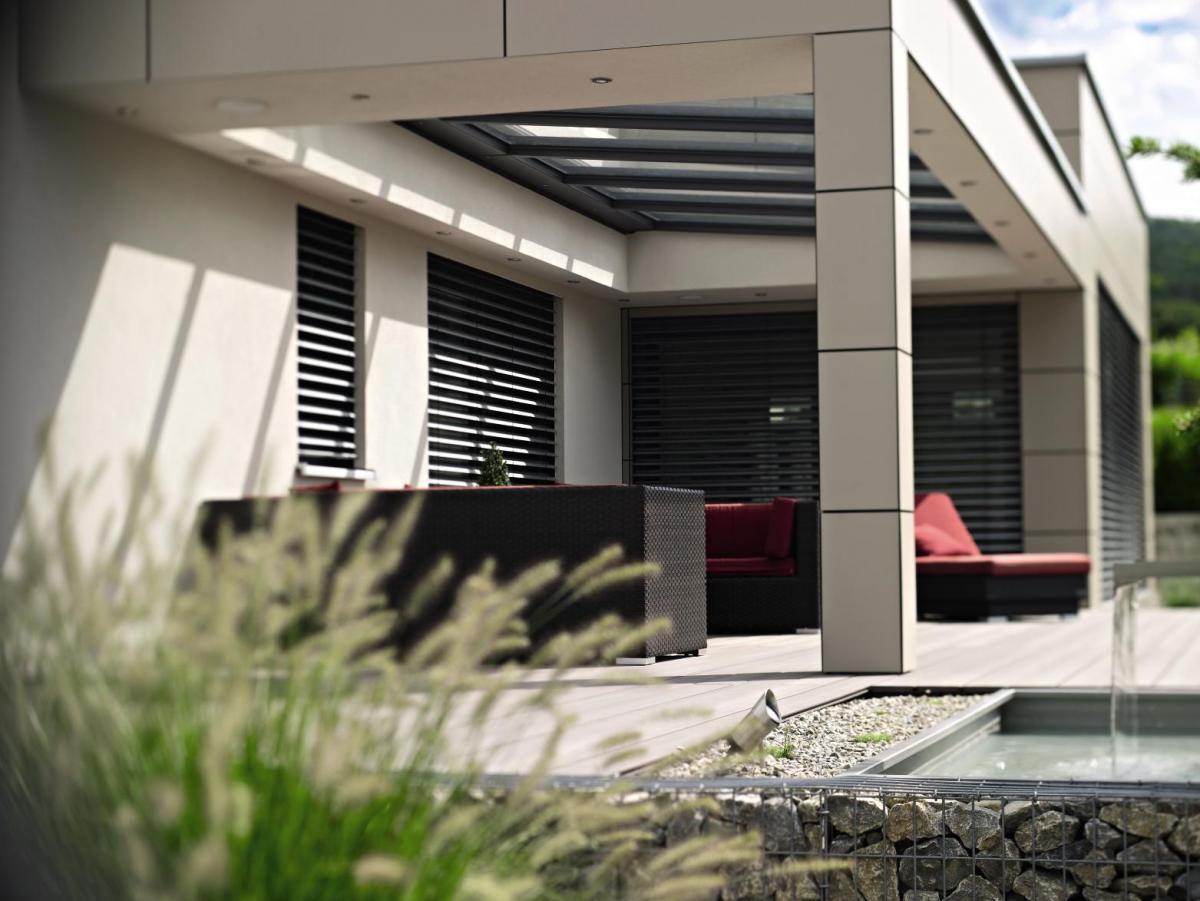 Terrassenüberdachung mit Raffstore